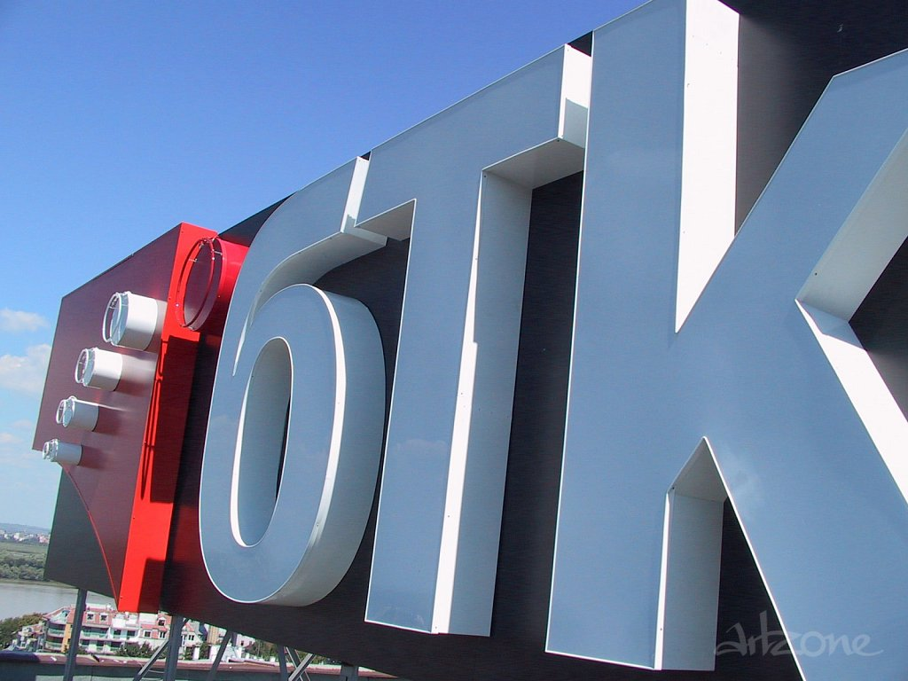 Покривна реклама лого БТК в София
