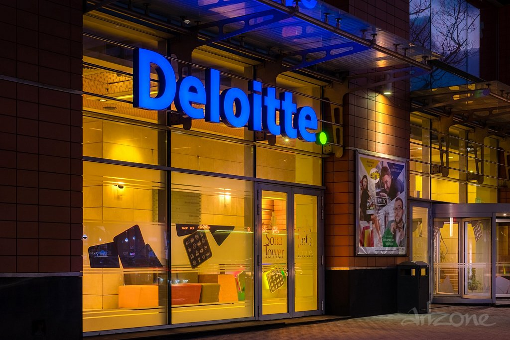Светещи букви Deloitte