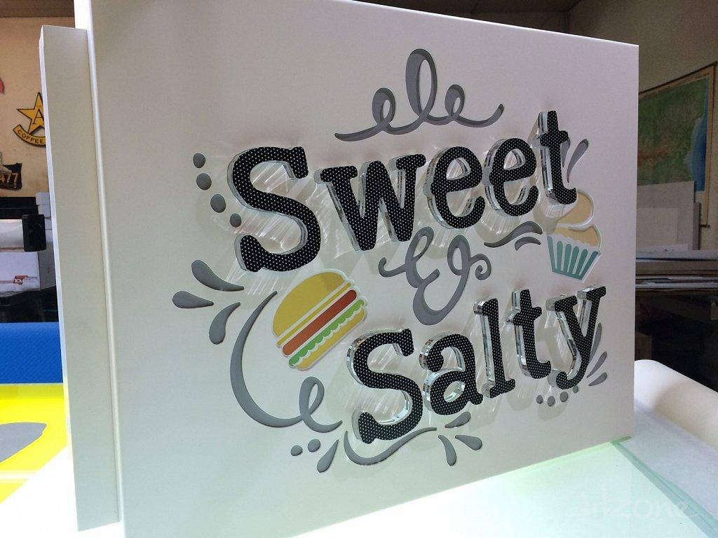 Двустранна светеща лед табела Sweet & Salty за Варна