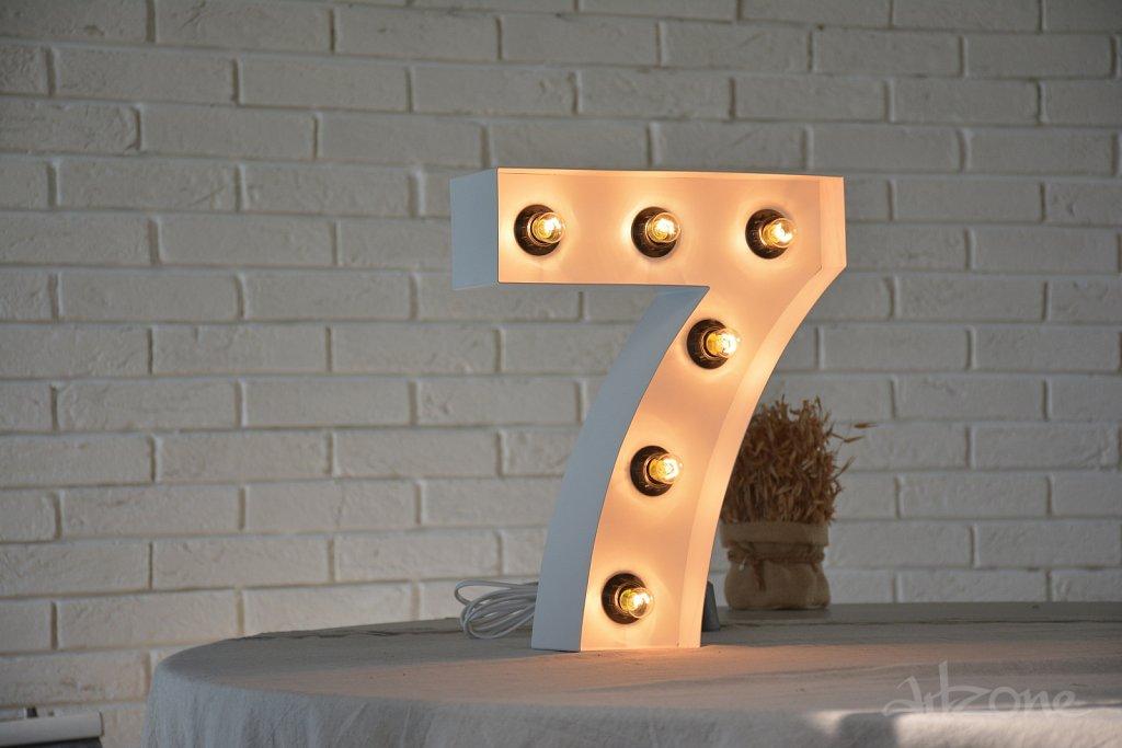 Светещ номер 7