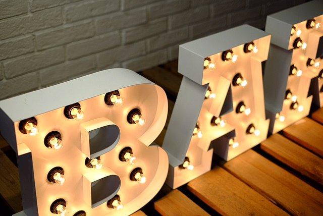 BAR светещи букви